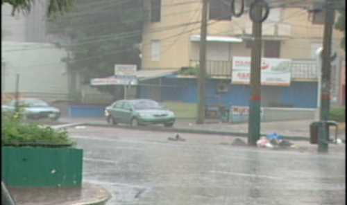 COE mantiene alerta verde a 10 provincias y el DN por fuertes aguaceros