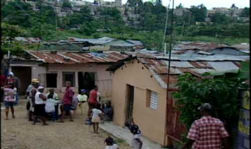 Residentes en la Barquita improvisaron refugios para protegerse de inundaciones