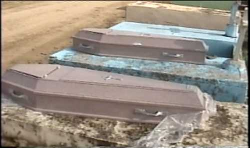 Dos cuerpos son abandonados en el cementerio municipal de Boca Chica