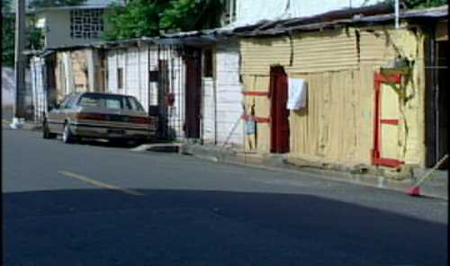 Ocho familias viven en casas deplorables en las cercanías del Ministerio de Obras Públicas