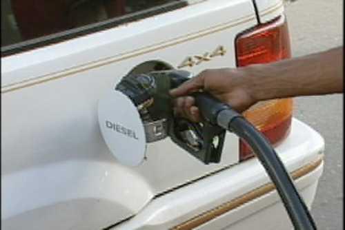 Presidente Fernández analizará precios combustibles este miércoles