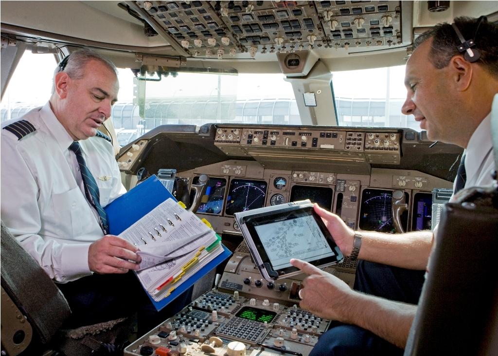 United Airlines prescindirá del uso de papel en cabina de pilotos gracias al uso del iPad