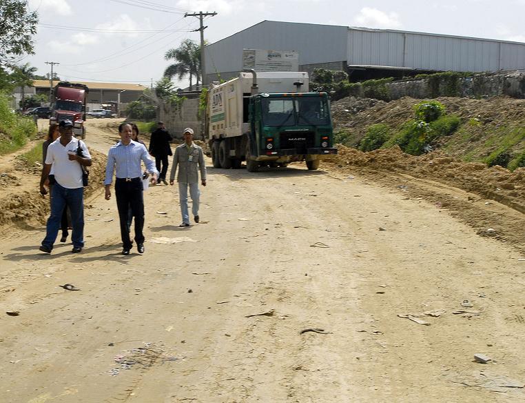 Presidente Fernández instruye construcción carretera del  vertedero de Duquesa