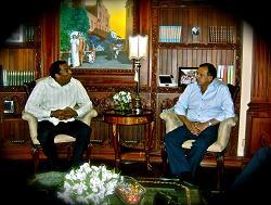 Presidente de Honduras recibe a Chichí Peralta