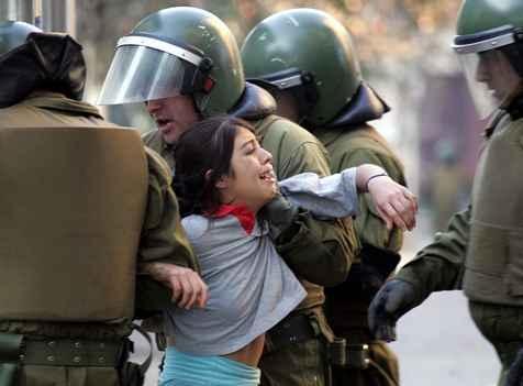 Al menos 395 detenidos en las protestas estudiantiles, según el Gobierno de Chile