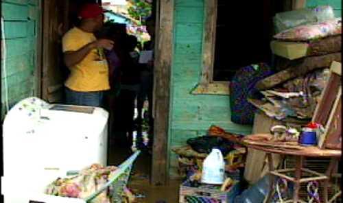 Familias afectadas por las lluvias en Manoguayabo comienzan a regresar a sus hogares