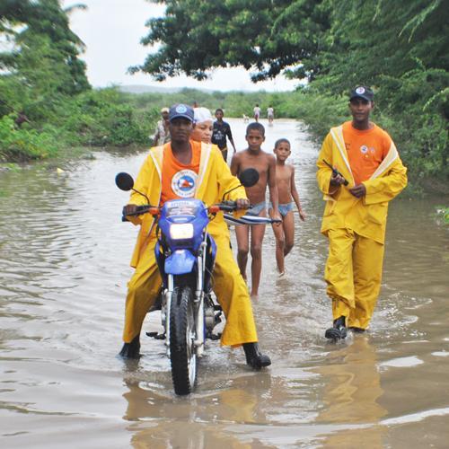 Evacuan más de 100 familias en Barahona por crecida del Yaque del Sur
