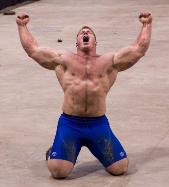 El hombre más fuerte de América inaugura la Feria del Deporte de Brasil