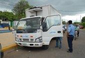 Hombres armados asaltan camión de leche