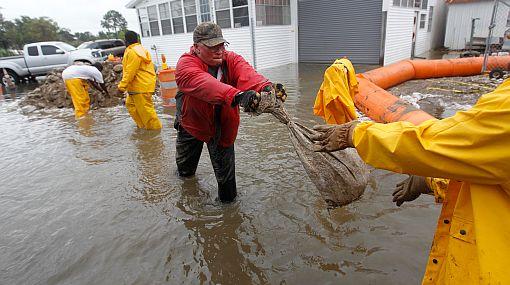 Inundaciones por Lee dejan al menos dos muertos y provocan evacuaciones
