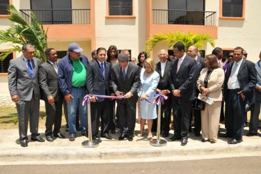 Presidente Fernández inaugura primera etapa del proyecto habitacional en Santiago