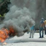 Estudiantes UASD siguen protesta por cierre del comedor; docencia suspendida hasta este jueves