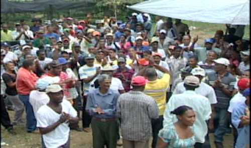 Protestan en Yamasá contra explotación minera en Loma Siete Picos