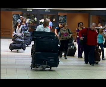 Continúan  llegando dominicanos ausentes por el AILA(video)