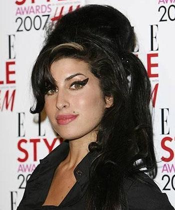 El álbum póstumo de Amy Winehouse alcanza el número uno en ventas
