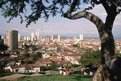 Más de mil 100 alcaldes y 32 gobernadores colombianos asumen sus cargos este domingo