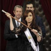 Cristina Fernández rompe el protocolo en la jura de su segundo mandato