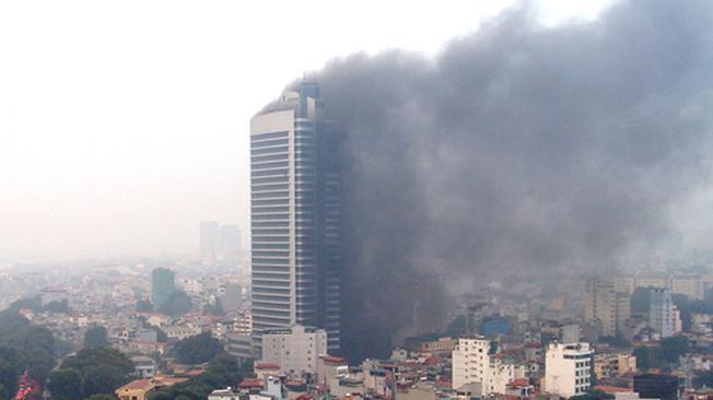 Incendio en las torres gemelas de Hanoi