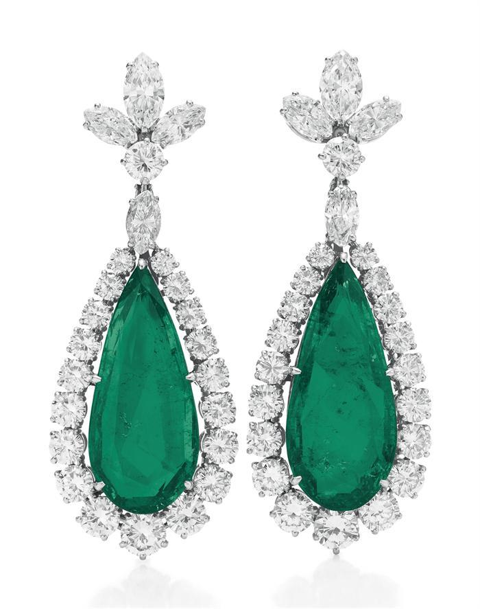 Juego de seis joyas de esmeraldas de Liz Taylor, vendido en 24.7 millones