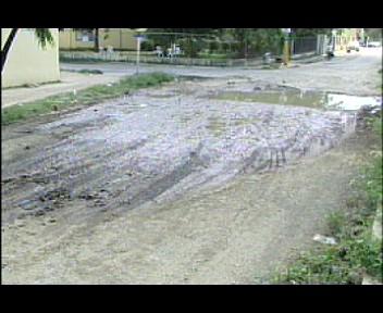 Residentes de Sabana Perdida y El Almirante  se quejan del mal estado de sus calles (video)