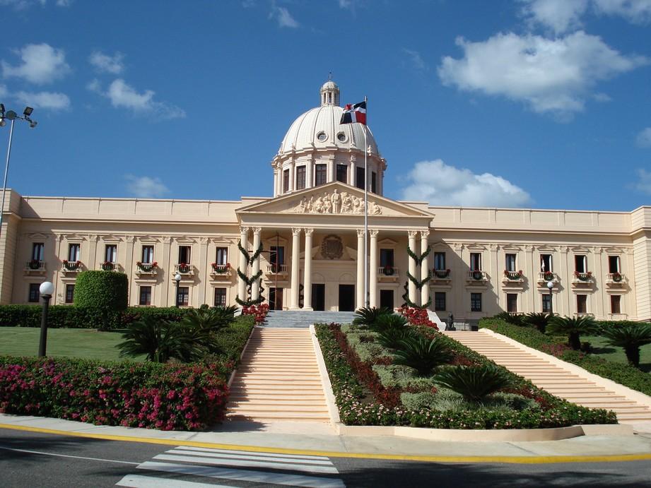 Políticos dominicanos pasarán fin de año en familia