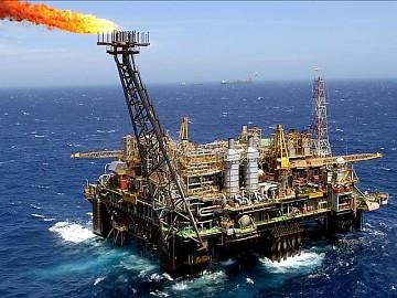 El crudo de Texas cierra con caída del 2.14 % y pierde 100 dólares por barril