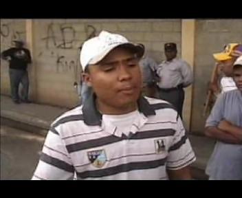 Miembros de la guardia Presidencia supuestamente golpean reportero gráfico(video)