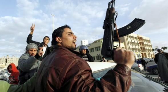 Más de 2,000 rebeldes toman el control del aeropuerto de Trípoli