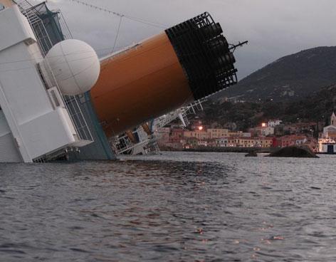 Localizan otros cinco cadáveres en el casco del crucero naufragado en Italia