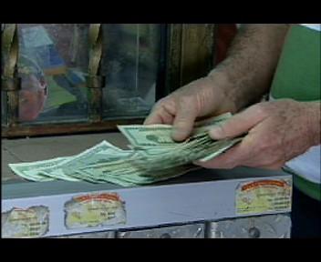 Economistas y casa cambista evalúan intervención BC en mercado de divisas(video)