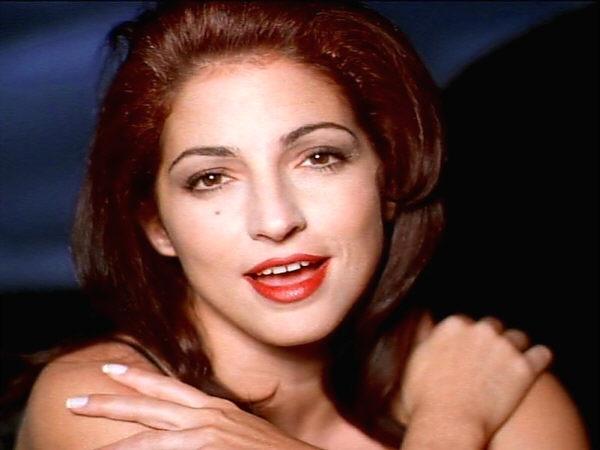 Gloria Estefan hace historia en la lista de temas latinos de Billboard