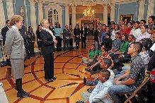 Estudiantes dominicanos comparten con la Secretaria de Estado Hillary Clinton