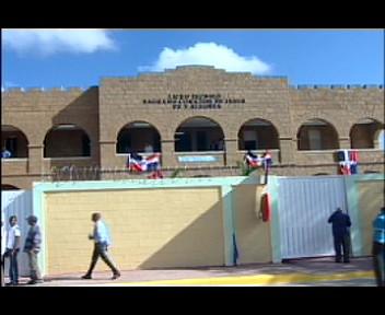 Presidente Fernández inaugura politécnico en medio de reclamos en Elías Piña (video)