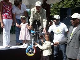 Alcalde de la Caleta entrega cientos de juguetes por día de Reyes