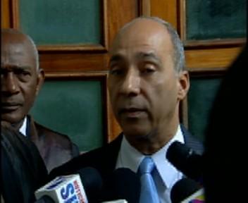Tribunal impone orden de alejamiento y terapia a ex jefe DNCD acusado de maltratar esposa
