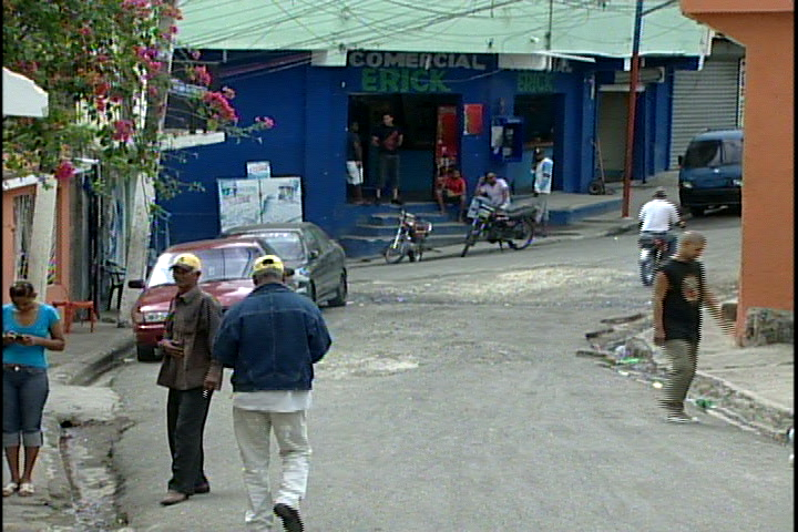 Comerciantes abren sus puertas pese a feriado