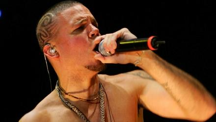 """Videoclip del tema """"Multi_Viral"""" de Calle 13"""