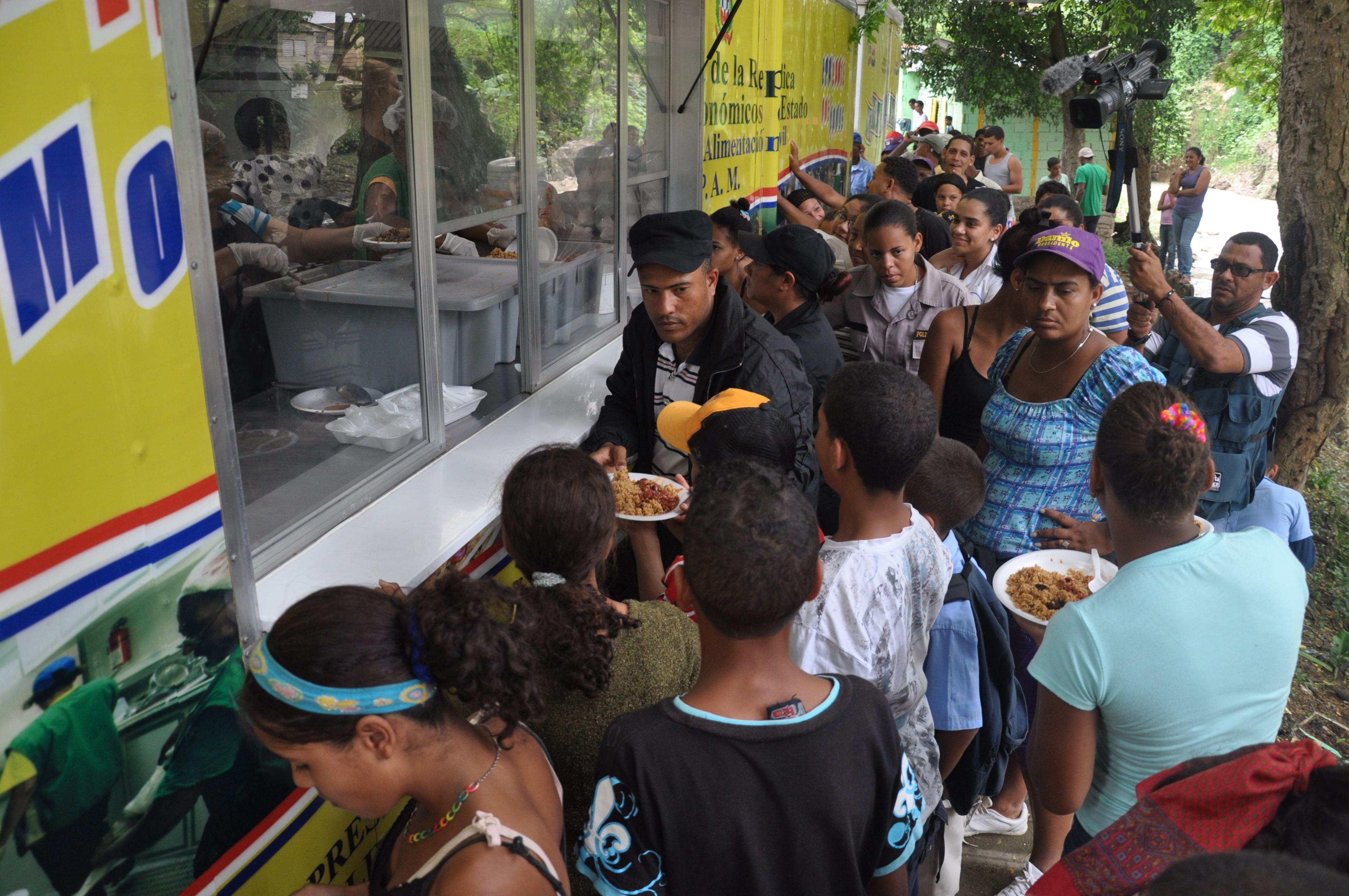 Comedores Económicos reabre sus operaciones en el Gran Santo Domingo