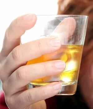 Latinoamericanos beben 5.5 litros de alcohol puro por persona al año