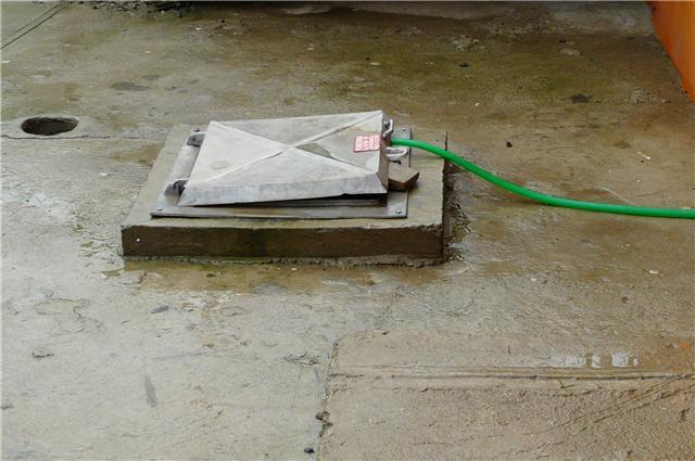 Mujer muere ahogada dentro de cisterna en Villa Mella