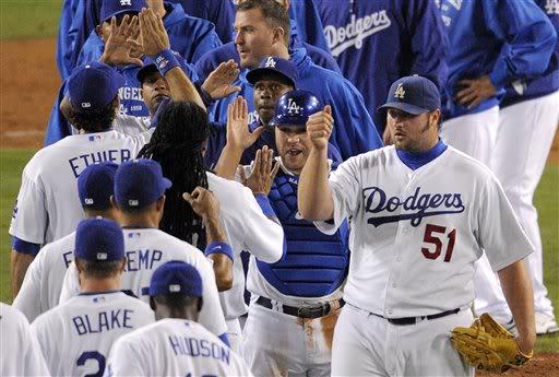 Se cierra la venta de los Dodgers por 2,000 millones de dólares