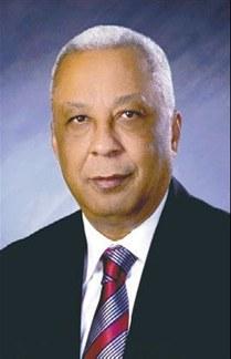 Distribución del presupuesto por ley limita a realizar obras prioritarias, dice ministro de Hacienda