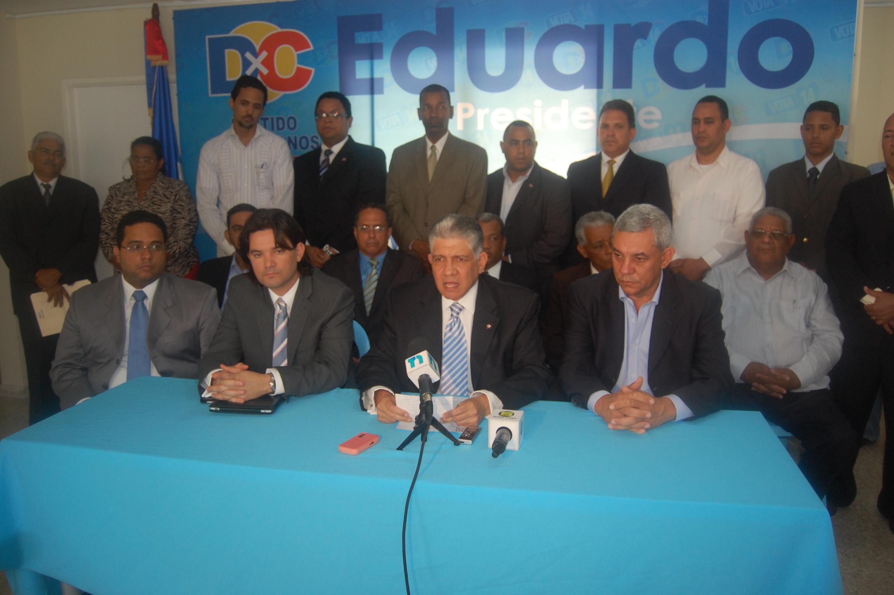"""Eduardo Estrella dice """"Estaremos al lado del pueblo en la acera del frente"""""""