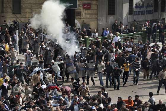 Cinco muertos en los choques entre agitadores y salafistas en El Cairo