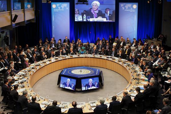 Empresarios cuestionan si la UE y el FMI deben ayudar a países como Grecia