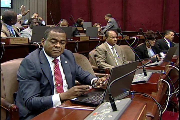 Legisladores PRD advierten crisis por exigencias de expulsión a Miguel Vargas
