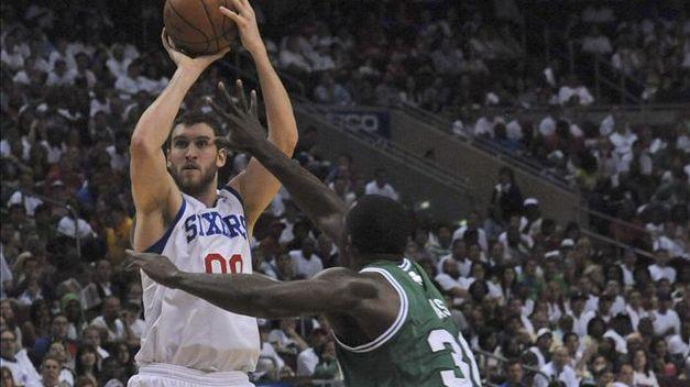 Iguodala y los Sixers sorprenden a los Celtics y empatan la serie Redacción Deportes