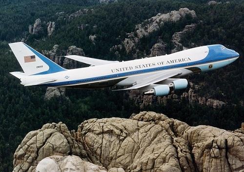 Interceptan avión por violar espacio aéreo en viaje de Obama a Los Ángeles