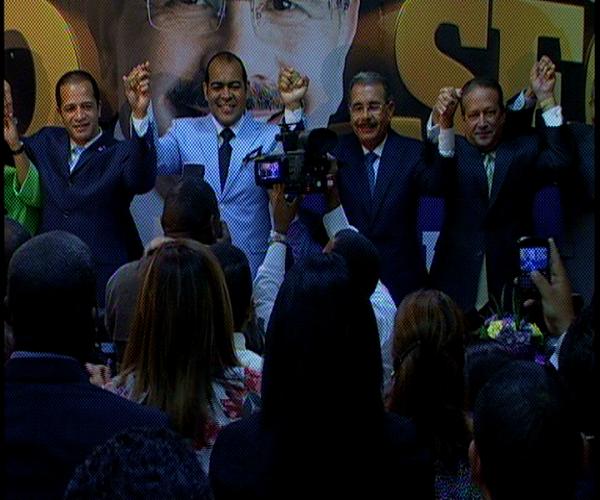 Danilo juramenta ex miembro del PRD Kalil Michell