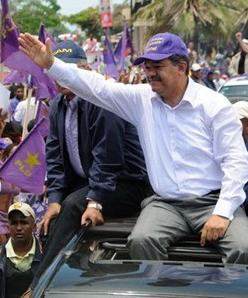 Piden a la JCE prohibir al presidente Fernández  participar en campaña